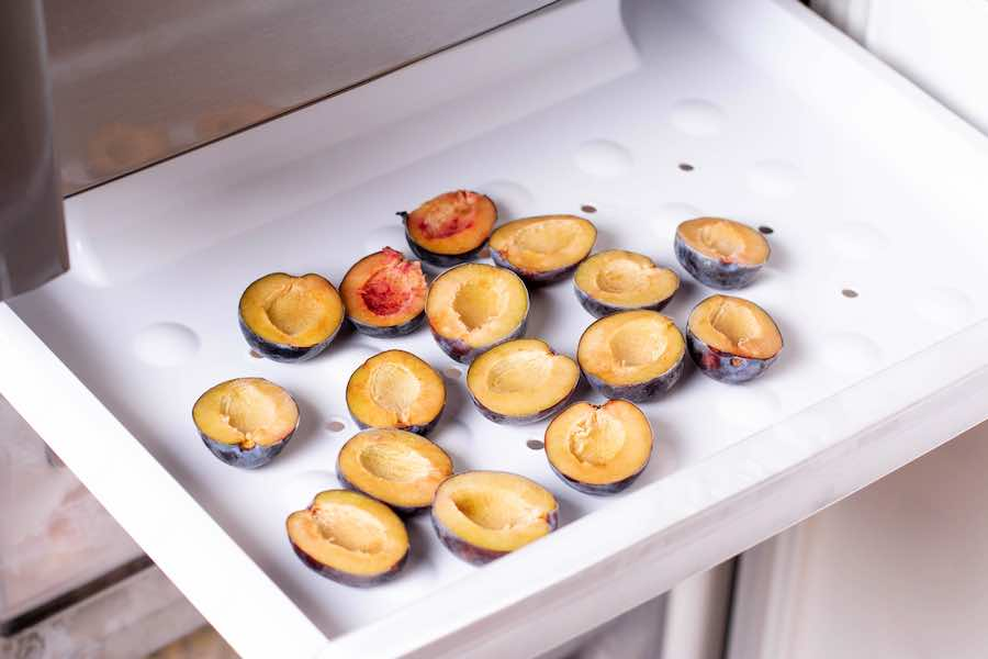 How to Dry Freeze Plums